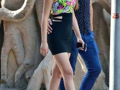 延边时尚街拍 凹凸有致的紧身裹臀裙美女