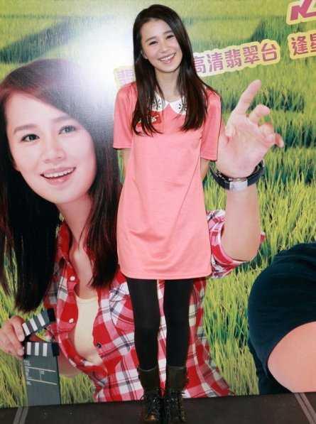 张美妮曾志伟大玩亲密 出演火辣人妻被上司揩油(图)