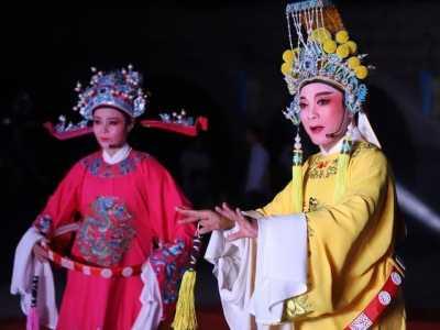 重阳节晚会 村民共享文化盛宴