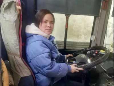 母亲带女儿异性按摩 爷爷把7岁孙子落在公交上