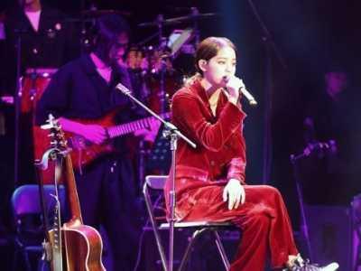 张艺兴二巡酒红色西装 欧阳娜娜终于高级美一回